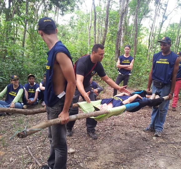 Simulação de atendimento a feridos em treinamento da Esaer Blog Vem Por Aqui