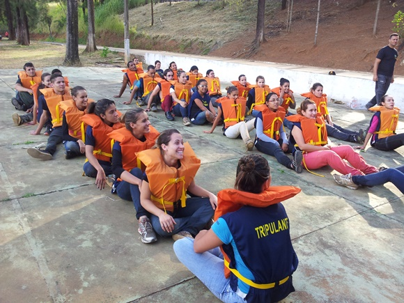 Turma de comissários em treinamento prático da Esaer Blog Vem Por Aqui