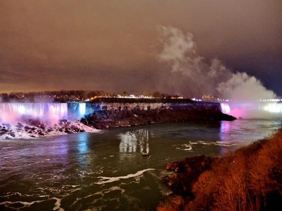 Cataratas do Niágara iluminadas no Festival de Inverno Blor Vem Por Aqui