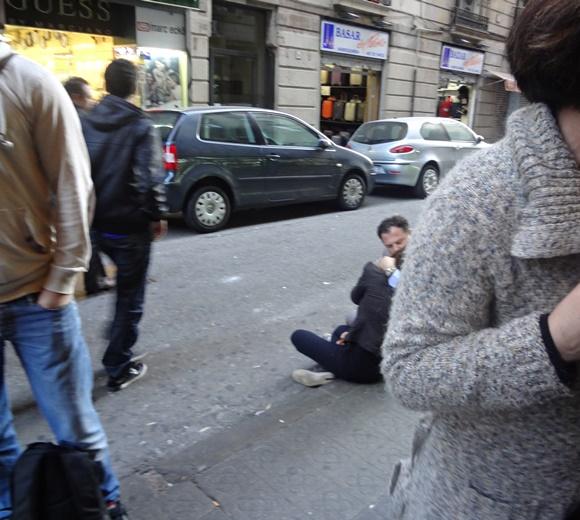Paty e Thijs se beijando em Barcelona Blog Vem Por Aqui