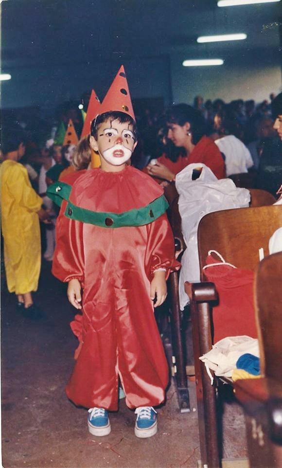 Fred vestido de palhaço quando criança Blog Vem por Aqui