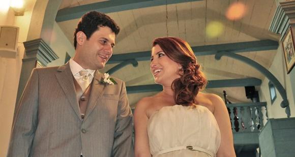 Érika Gimenes e o marido no altar Blog Vem Por Aqui