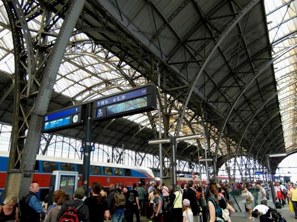 Estação de trem lotada Blog Vem Por Aqui