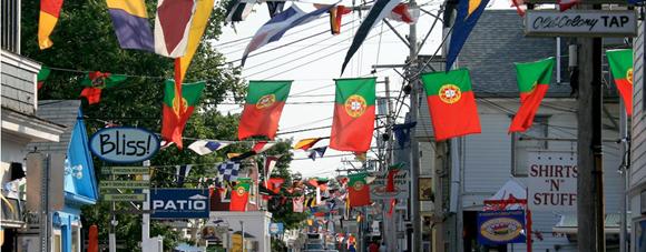 Bandeiras de Portugal no Provincetown Portuguese Festival Blog Vem Por Aqui