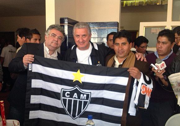 Eduardo Maluf na homenagem ao Atlético em La Paz Blog Vem Por Aqui