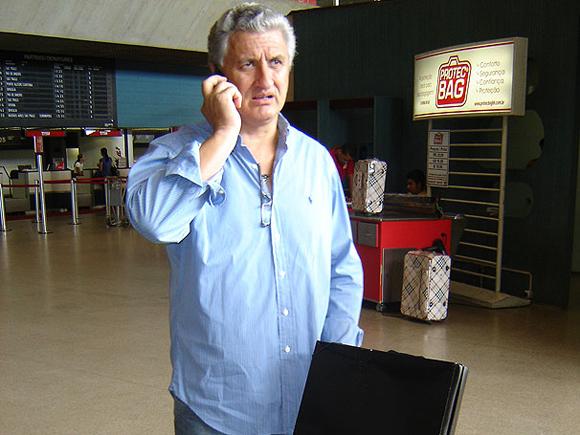 Eduardo Maluf no aeroporto Blog Vem Por Aqui