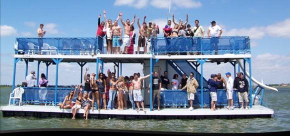 Festa num barco Blog Vem Por Aqui
