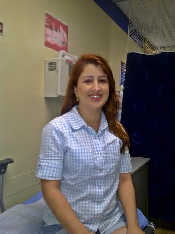 Érika na clínica esperando atendimento Blog Vem Por Aqui