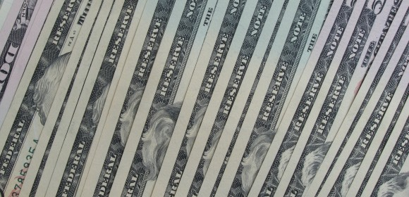 Notas de dólar alinhadas