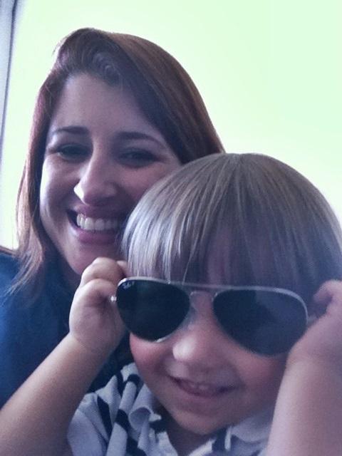 a9d71ab4c Érika e o sobrinho Theo, de óculos escuros Blog Vem Por Aqui