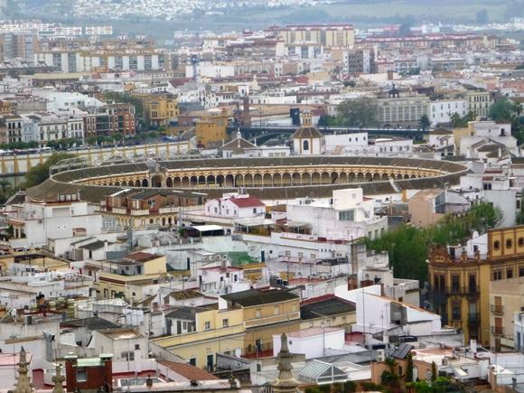 Vista de Sevilha com a Plaza de Toros ao meio Blog Vem Por Aqui