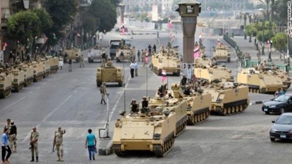 Tanques no Egito durante a Primavera Árabe Blog Vem Por Aqui