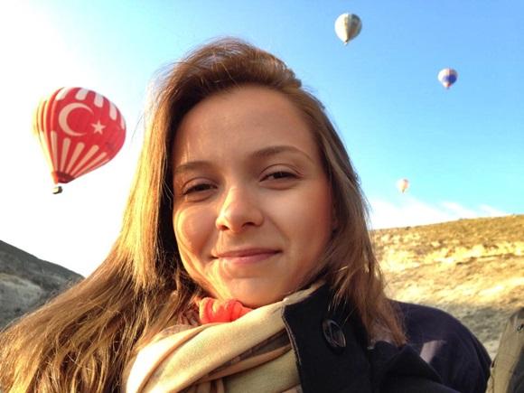 Andrêsa no passeio de balão Blog Vem Por Aqui