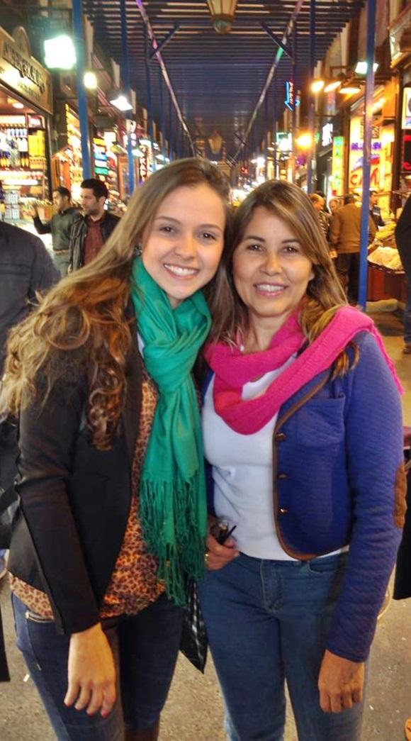 Andrêsa e a mãe no Gran Bazaar Blog Vem Por Aqui