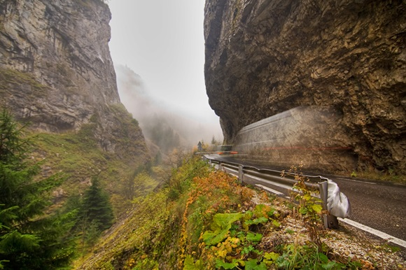 Garganta Trigrad, desfiladeiro de rochas de mármore no sul da Bulgária Blog Vem Por Aqui