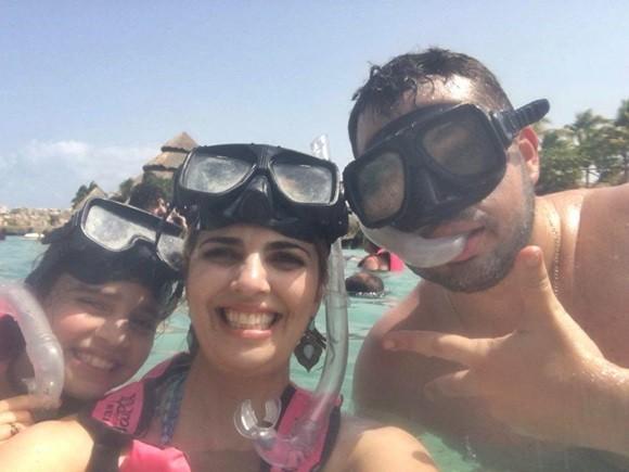 Laura, Carine e Ubiratan com máscaras e snorkels Blog Vem Por Aqui