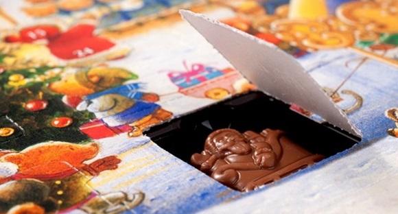 Chocolate em formato de Papai Noel, escondido num calendário do advento Blog Vem Por Aqui