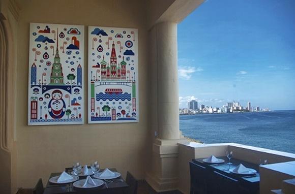 Vista de uma das mesas na varanda do restaurante Blog Vem Por Aqui