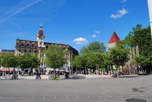 Praça central em Lausanne Blog Vem Por Aqui