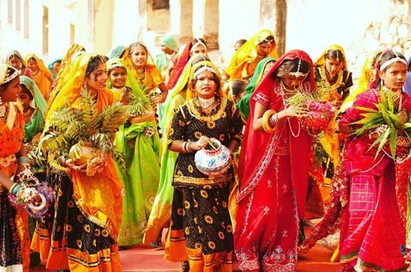 Mulheres com roupas coloridas na índia Blog Vem Por Aqui