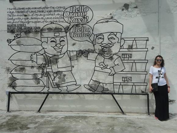 Niya num painel grafitado em Georgetown Blog Vem Por Aqui