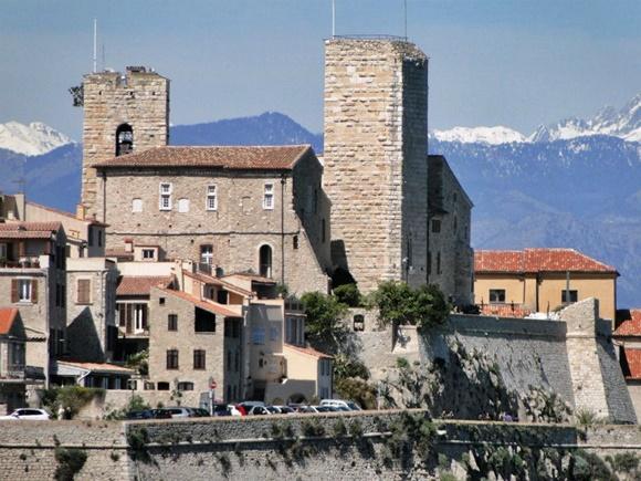 Vista do museu com torres altas Blog Vem Por Aqui
