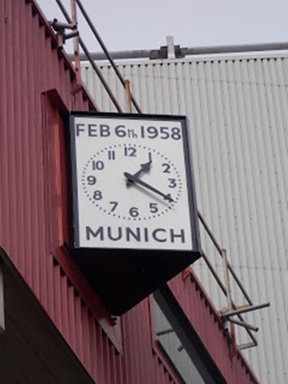 Relógio com a data em cima e a inscrição Munich embaixo e parado em 1h20 Blog Vem Por Aqui