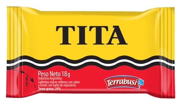 Embalagem amarela com onda preta e branca no meio e final vermelho, com a inscrição Tita em preto, na parte superior Blog Vem Por Aqui