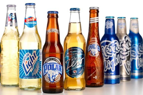 Oito cervejas diferentes da empresa lado a lado Blog Vem Por Aqui