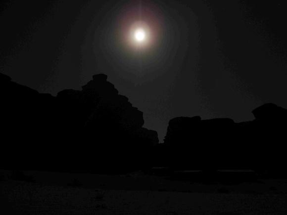 Lua e escuridão em volta Blog Vem Por Aqui