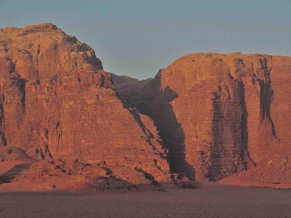 Montanha do deserto com o dia amanhecendo Blog Vem Por Aqui
