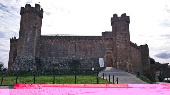 Fachada da fortaleza e com suas duas torres de cada lado e construção toda em pedra Blog Vem Por Aqui