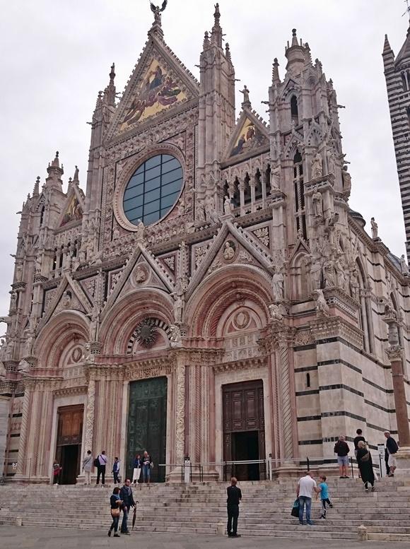 Fachada do Duomo Blog Vem Por Aqui