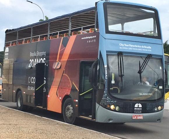 Ônibus de dois andares que faz o city tour em Brasília Blog Vem Por Aqui