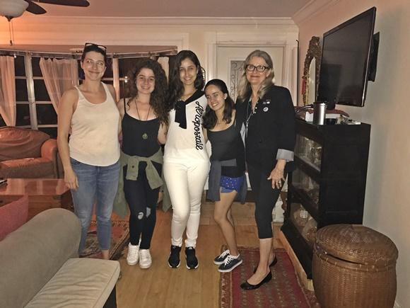 Larissa, a amiga e a família americana Blog Vem Por Aqui