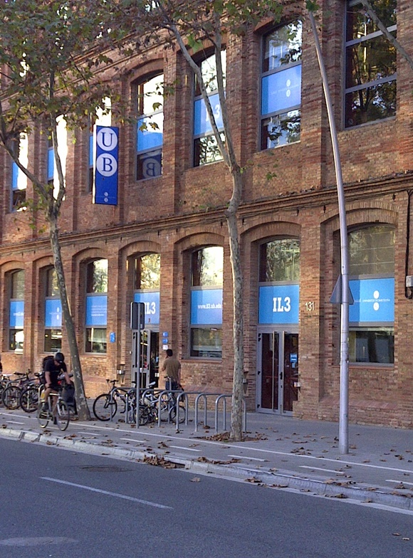 Fachada do prédio de pós-graduação da Universidad de Barcelona Blog Vem Por Aqui