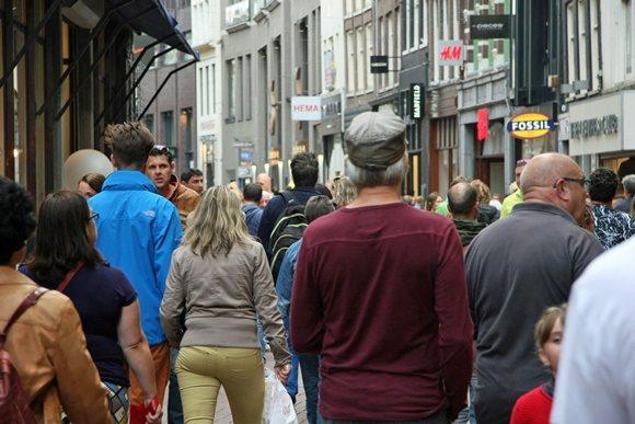Pessoas andando na Kalverstraat