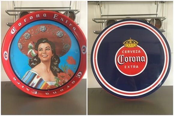 Mosaico com duas fotos da bandeja, na frente a pintura colorida de uma mulher estilo anos 40, escrito Corona Extra em letras antigas. No fundo, um rótulo antigo de Corona
